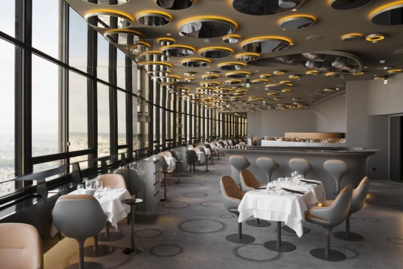 Парижский ресторан в современном стиле ретрофутуризма