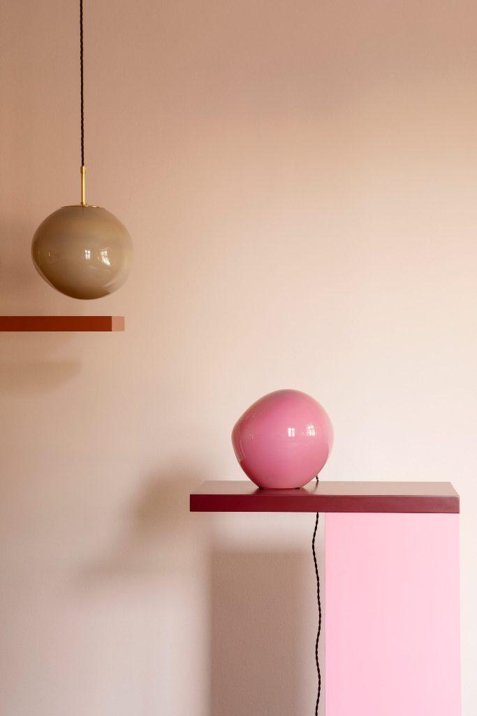 Потолочные подвесные светильники и настольные лампы из цветного стекла