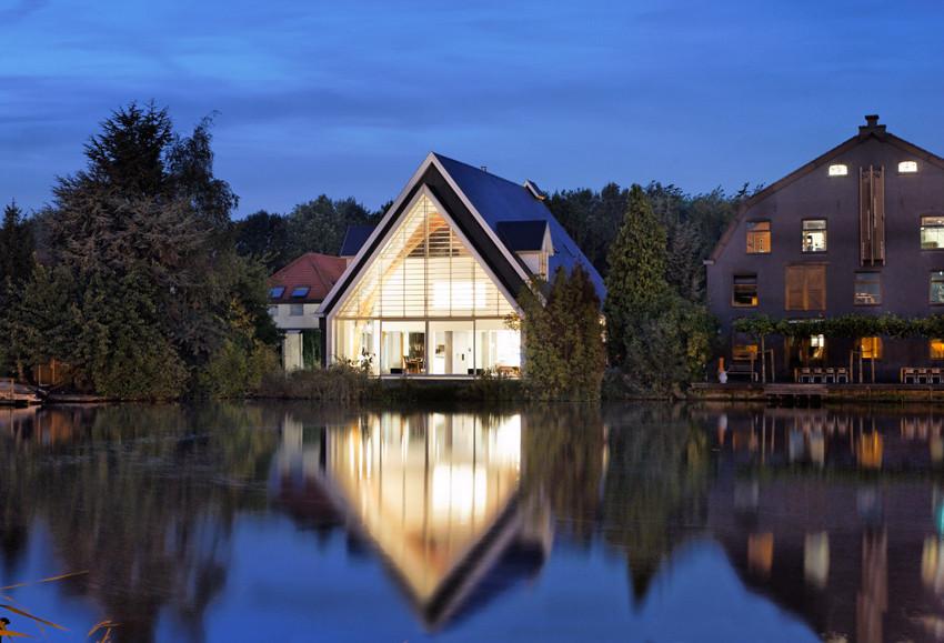 Реконструкция старого деревянного здания в Европе