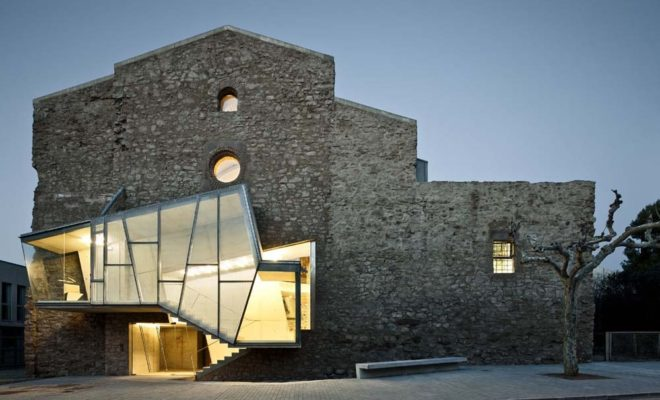 Реконструкция старого здания монастыря на территории Европы