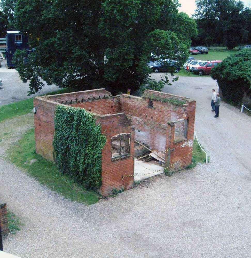 Реконструкция старого кирпичного здания в Европе