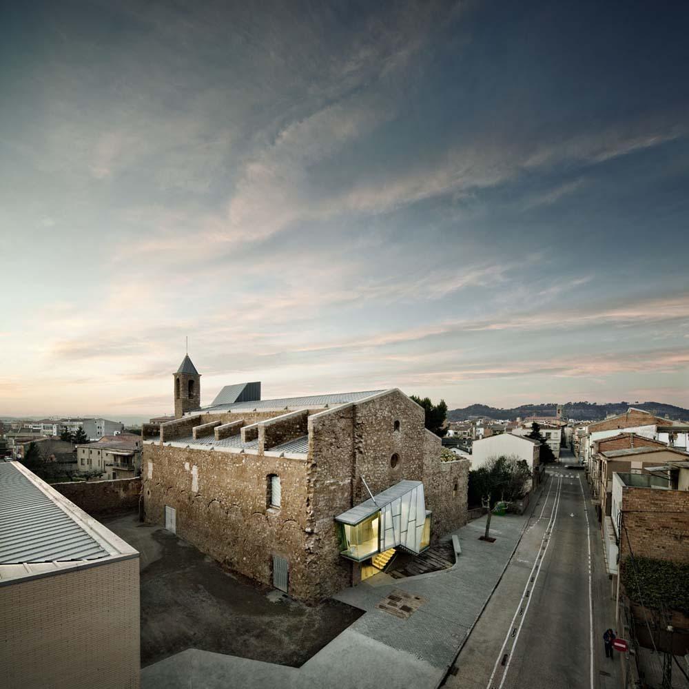 Реконструкция входной группы старого здания монастыря в Европе