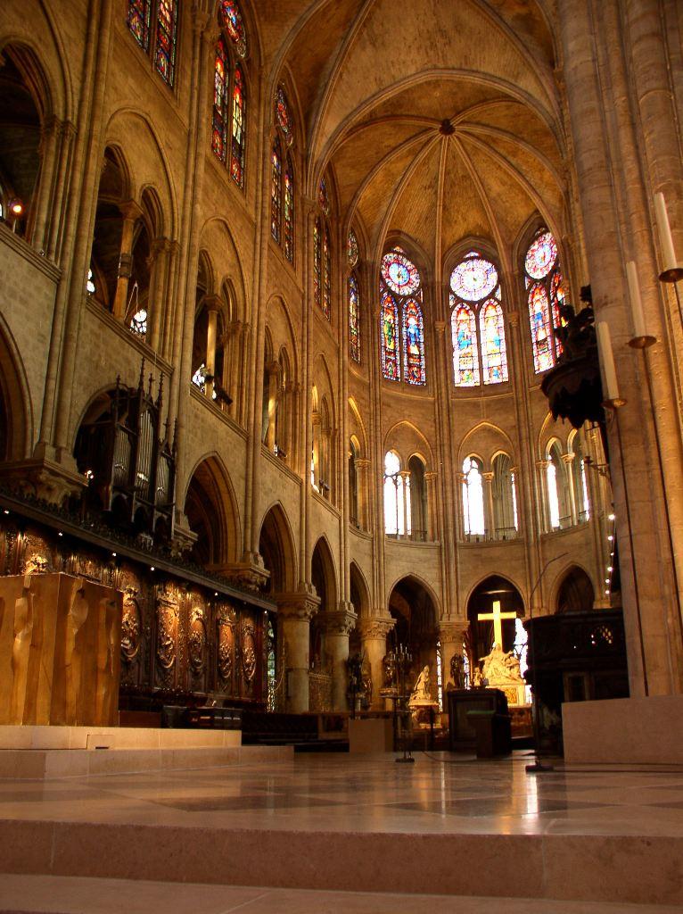 Кафедральный собор Нотр Дам де Пари фото внутри
