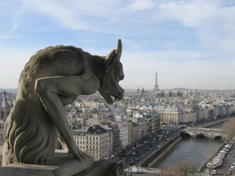 Статуи в виде химер на крыше собора Парижской Богоматери