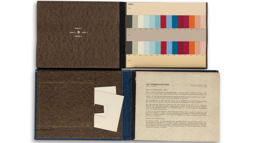 Книга с цветовой палитрой Ле Корбюзье для современных интерьерных покрытий