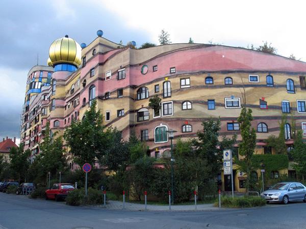 Самые необычные здания мира - спиральный дом Хундертвассера